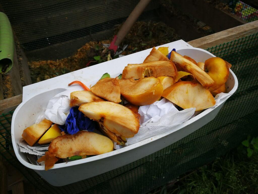 Resturi vegetale pregătite pentru compost