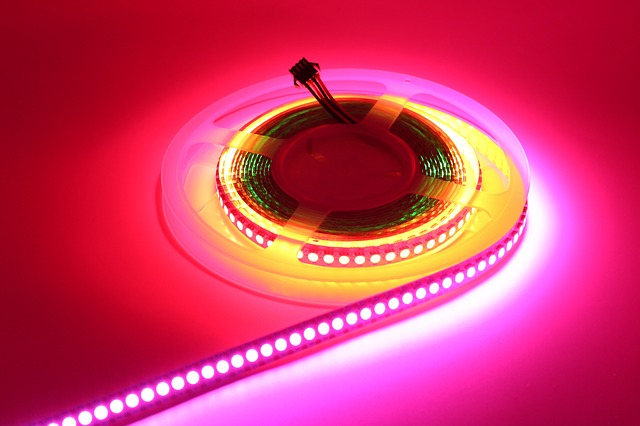 Rola cu banda LED colorata ce poate fi utilizata ca lumina de crestere plante