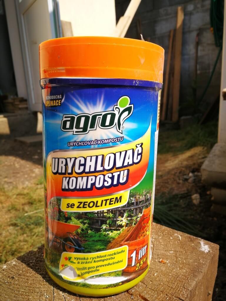 Flacon cu granule care acccelerează transformarea resturilor în compost