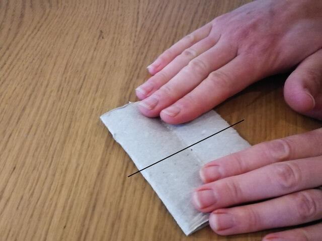 Evidențierea modului în care va fi tăiat tubul din carton
